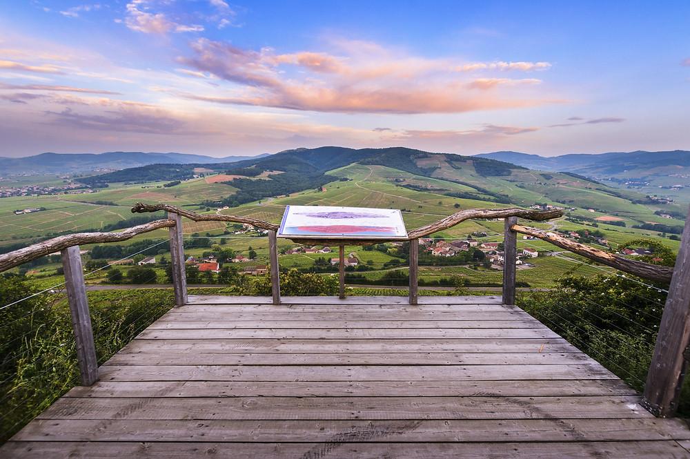 Mont Brouilly plus beau point de vue sur le beaujolais autour de Lyon en Auvergne-Rhône-Alpes