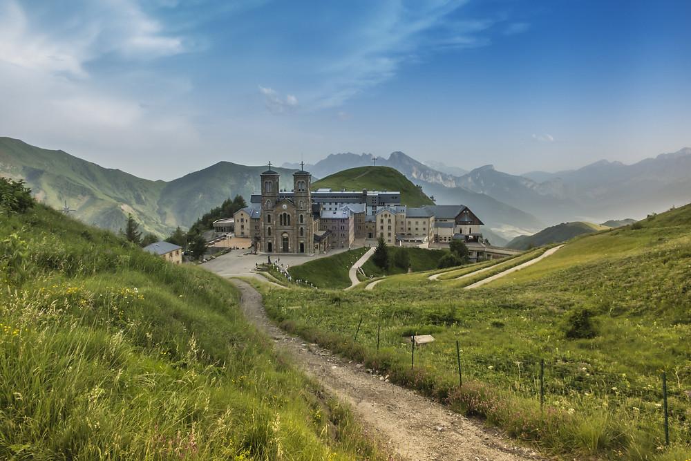 Sanctuaire Notre-Dame de La Salette lieu et visite insolite autour de Grenoble