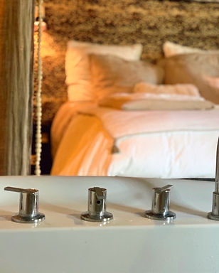 CHAMBRE%20BOUDOIR%20JACUZZI%20PRIVATIF%2
