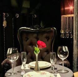 UN DINER ROMANTIQUE AUX CHANDELLES