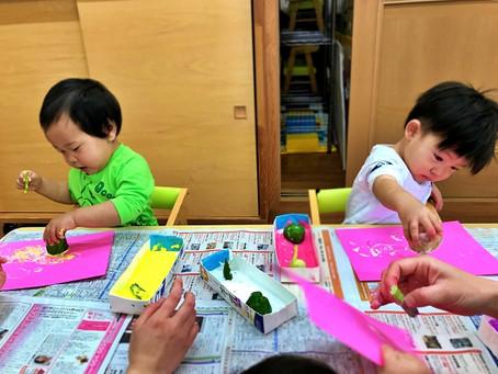 野菜スタンプ遊び(0歳児さん)