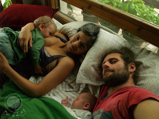 Dar a Luz en Casa Crianza familia Valle, Seba, Martín yMateo.jpg