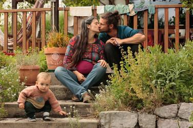 Dar a Luz en Casa Crianza Martín Embarazo Valle beso familia.jpg