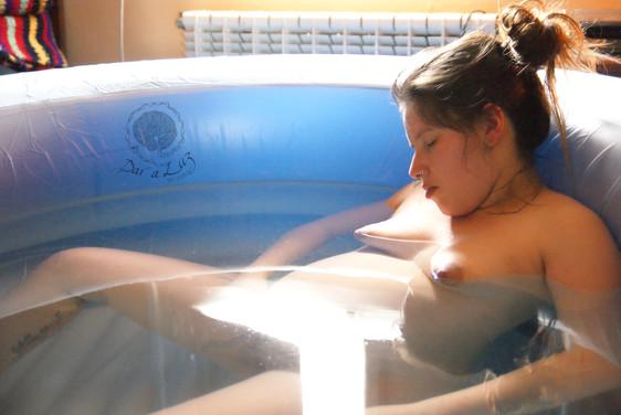 Dar_a_Luz_en_Casa_Nace_Jana_parto_en_el_agua_transición.jpg