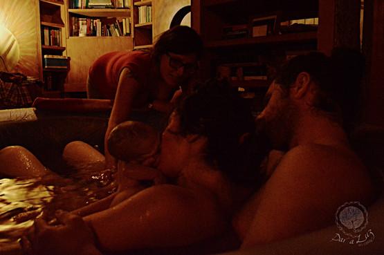 Dar_a_Luz_en_Casa_Nace_Martín_boca_a_boca_edited.jpg