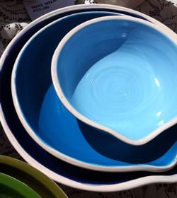 Pour spout nesting bowls