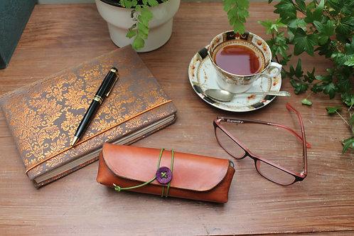 Glasses case Medium Brown | Triangular shaped case