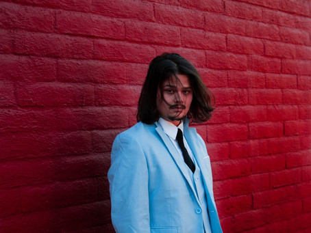 Anthony Mustaca: Potente y enérgico en su música, busca mantener la paz y la sanidad en este mundo.