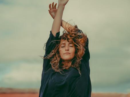 Marilia Monzón nos presenta 'La Partida' formando parte del tríptico, 'La Realidad'.
