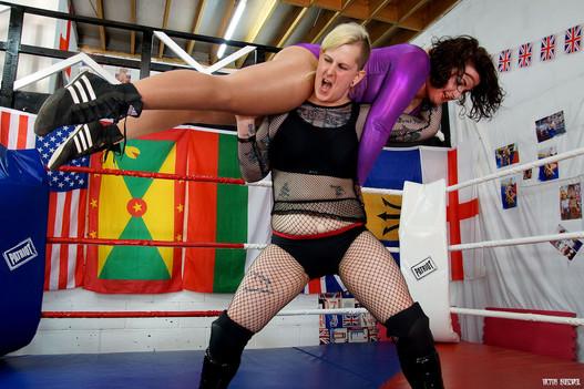Rebel Kinney lifts Morgana 1.jpg