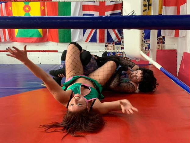 Morgana tries to break Jewells leg2.JPEG