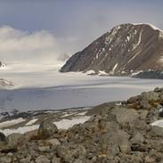 Ghiacciaio Potanin, sulla destra il Malchin peak, 4.050 m.