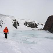 Gita sul fiume ghiaccciato