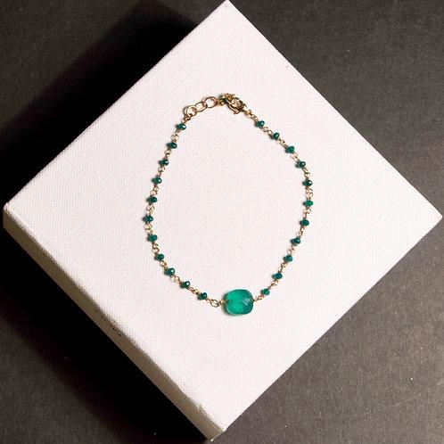 Bracelet en agathe verte et et pierre centrale en agathe verte