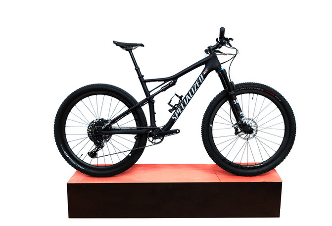 SPECIALIZED_Epic-Epert-Evo-Carbon_5999.j