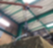 職人が徹底的に選別し高品質にした銅スクラップを指定された形状に油圧プレスし、そのプレスを持ち上げるためのクレーン。東京都墨田期の本社と茨城県守谷営業所に2拠点に設置しています。
