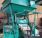 一号ナゲットや錫引ナゲット、雑ナゲットから二号ナゲット、山行ナゲットなどから鉄を除去する磁力選別機。ナゲットの他にも真鍮粉や銅粉なども書けることにより高品質の製品に致します。
