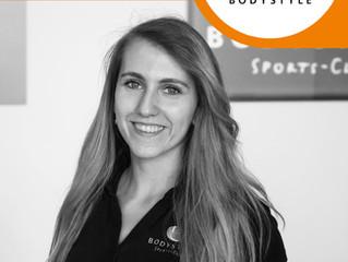 Herzlich Willkommen Laura! Name: Laura Mayer, 25 Jahre alt gebürtig aus Trier Ausbildung: befindet s