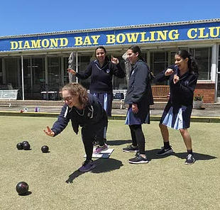 Some of the Kesser Torah high school girls at one of their bowls lessons.
