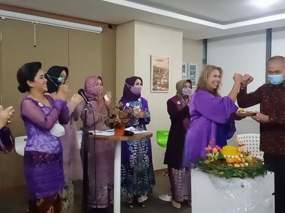 """The cutting of """"Tumpeng Rice"""" is symbolic of the declaration of WiLAT Indonesia."""