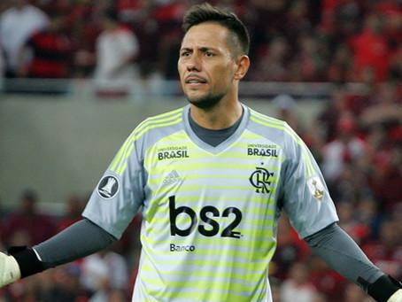 Diego Alves volta a treinar com elenco antes de jogo contra o Vélez mas não é garantido no time