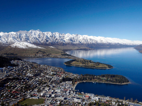 What month does it snow in Queenstown?