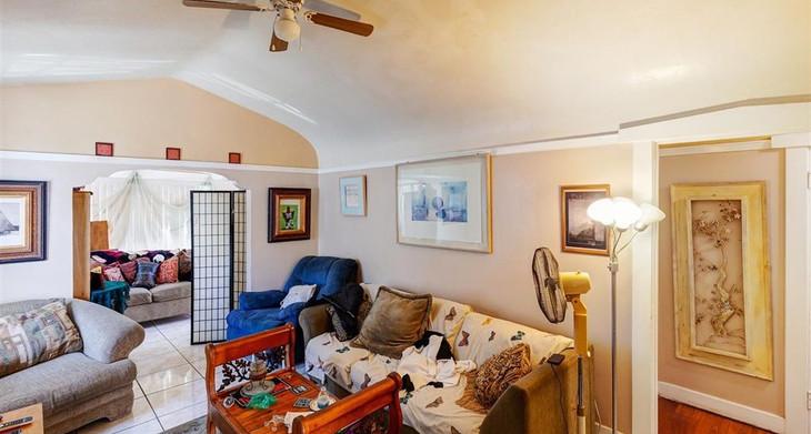 gst_livingroom.jpg