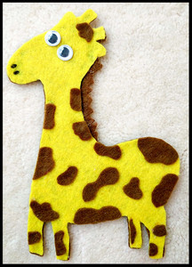 Giraffe Carlo Flannel Board Shape