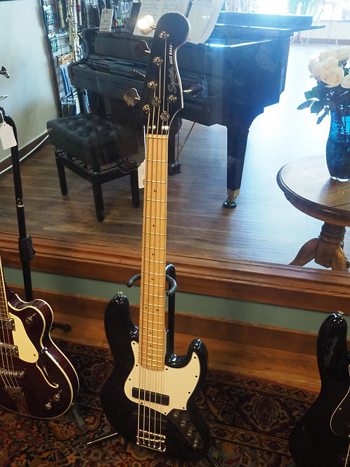 Squirer Jazz Bass 5 string