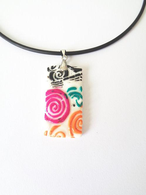 pendentif en pâte polymère à motifs multicolores