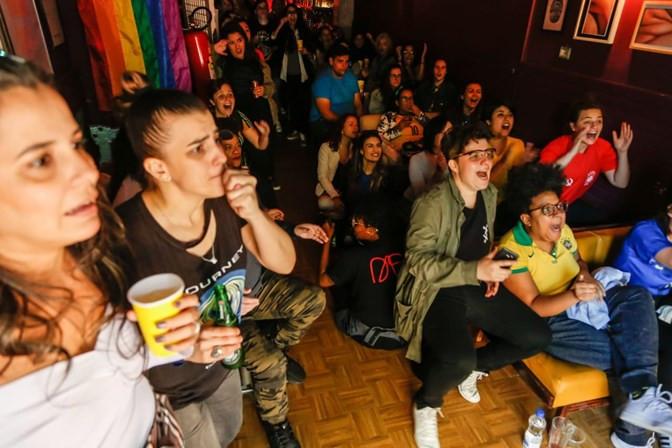 Mulheres prestigiam estreia da Seleção Brasileira em evento organizado pela marca-protesto Peita junto ao projeto Joga Mina