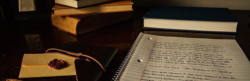 desk-2158142_1280.jpg