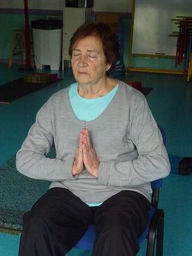 Femme yoga salut indien