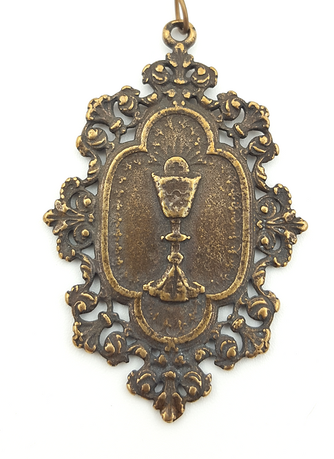 Lace Eucharist Medal (#361)
