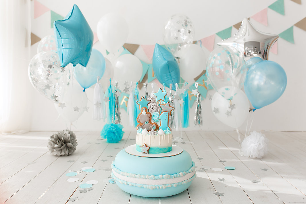 first-birthday-decorated-room-with-blue-