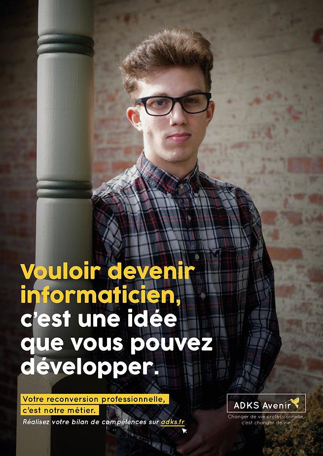 Portrait jeune homme portant des lunettes