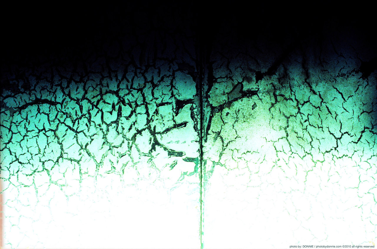 http://www.themirrorroom.com/pbd_images/lockercracks