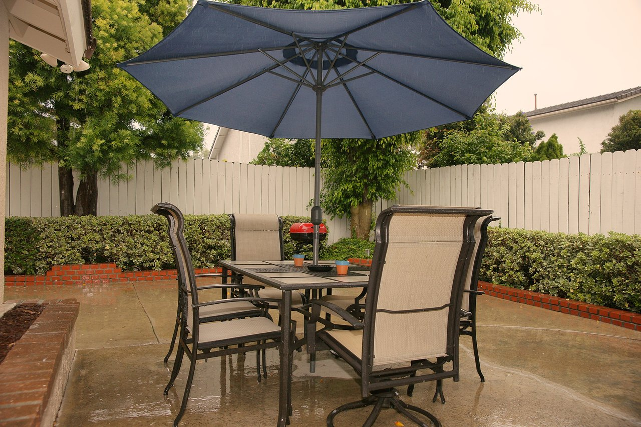 Patio Set to Enjoy Outdoor Dining