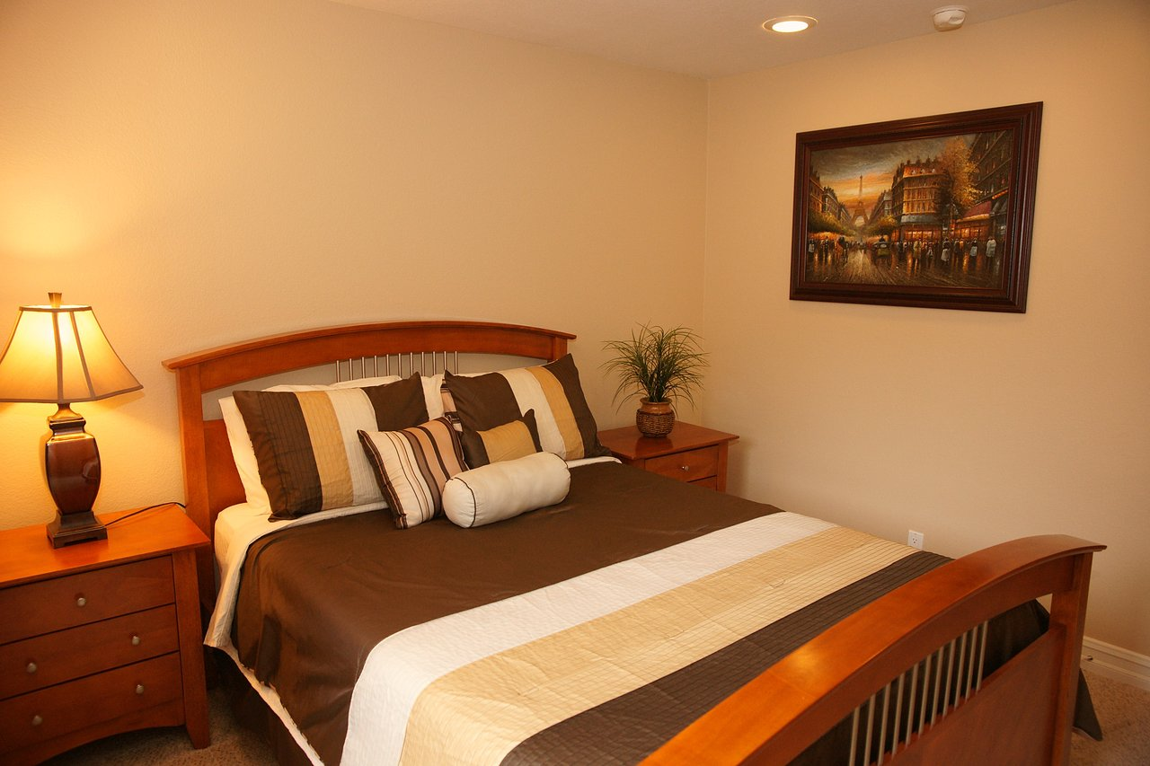 Beautiful Guestroom w/Queen Bed