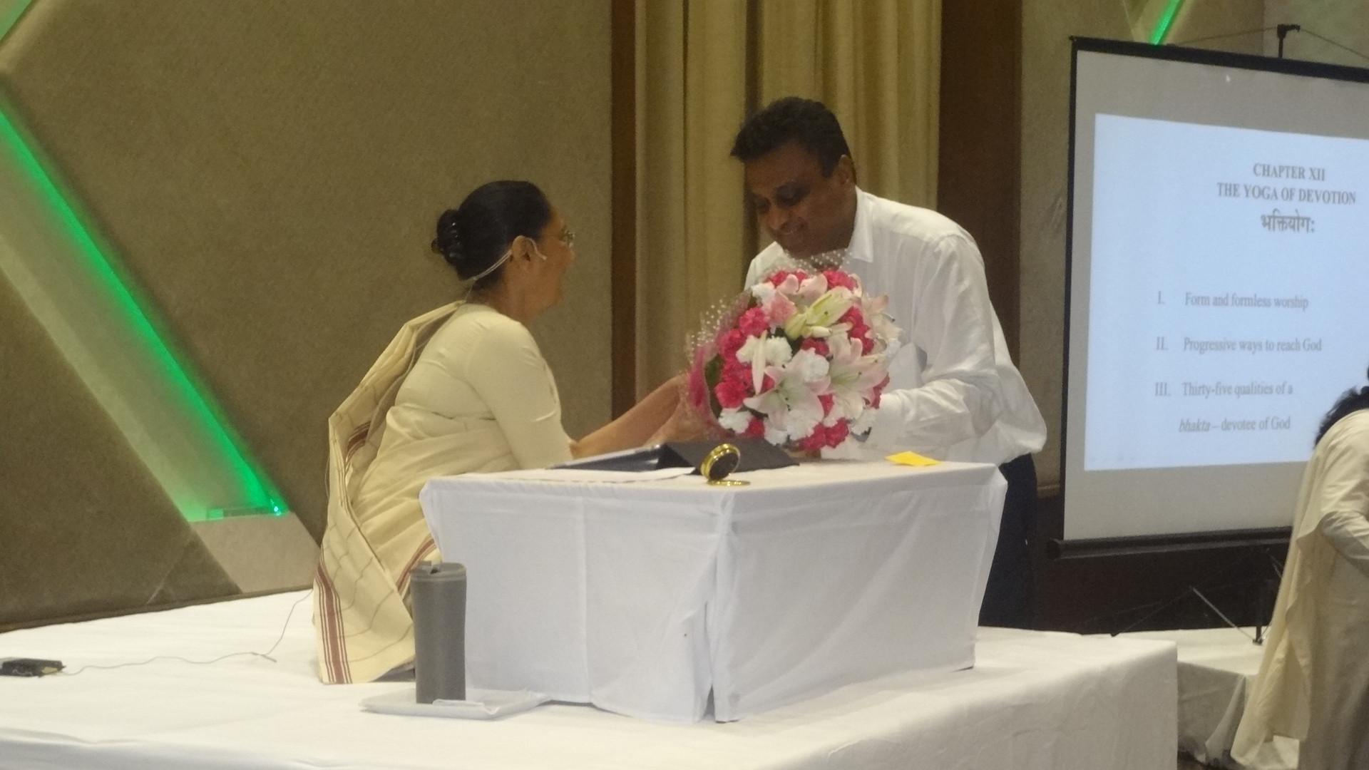 Bouquet to Sunandaji.JPG
