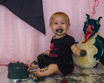 CM Cake Smash-0194.jpg