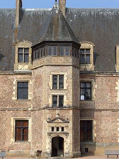L'aile renaissance en briques roses du château de La Palice - Famille de Chabannes