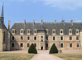 La façade côté parc du château de La Palice