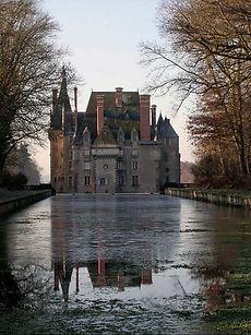 Façade est du château d'Avrilly - Famille de Chabannes