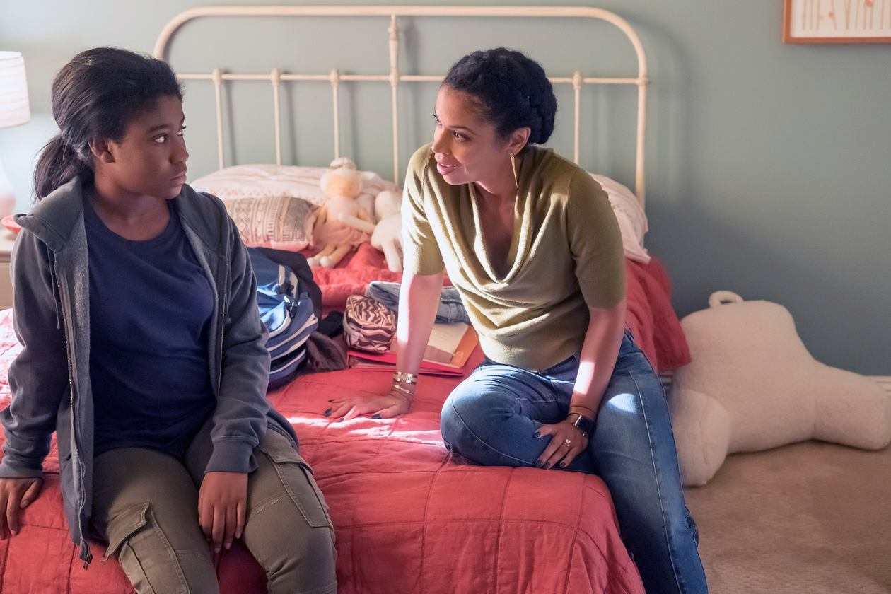 THIS IS US -- _Still There_ Episode 204 -- Pictured- (l-r) Lyric Ross as Deja, Susan Kelechi Watson as Beth -- (Photo by Ron Batzdorff_NBC)