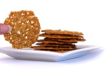 irish%20lace%20cookies2_edited.jpg