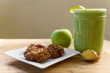 apple ginger smoothie and n'oatmeal cook