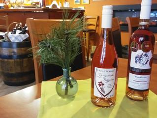 Sv.Valentýn s růžovým vínem