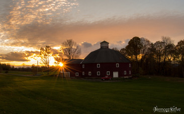 Red Round Barn with Starburst