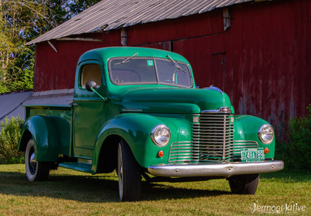 John Deere Green Old Truck